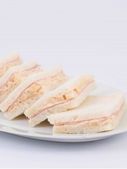 SANDWICHES DE JAMON CON PALMITOS