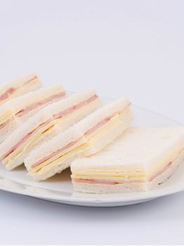 SANDWICHES DE LOMITO CON QUESO