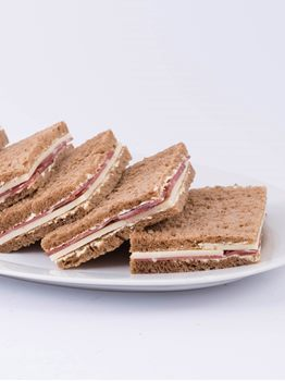 SANDWICHES DE JAMON CRUDO Y QUESO